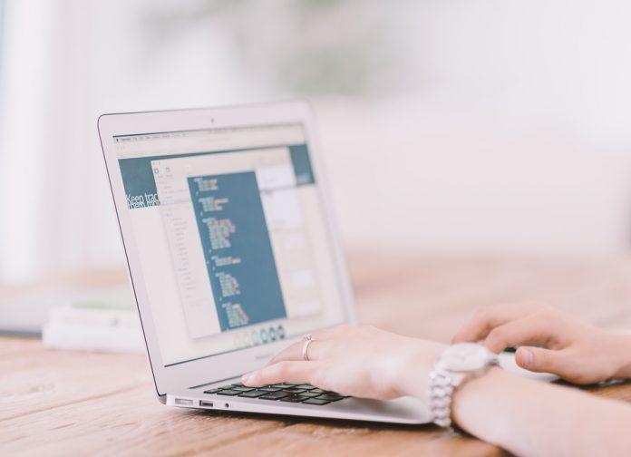 Beneficios de buscar trabajo por el internet