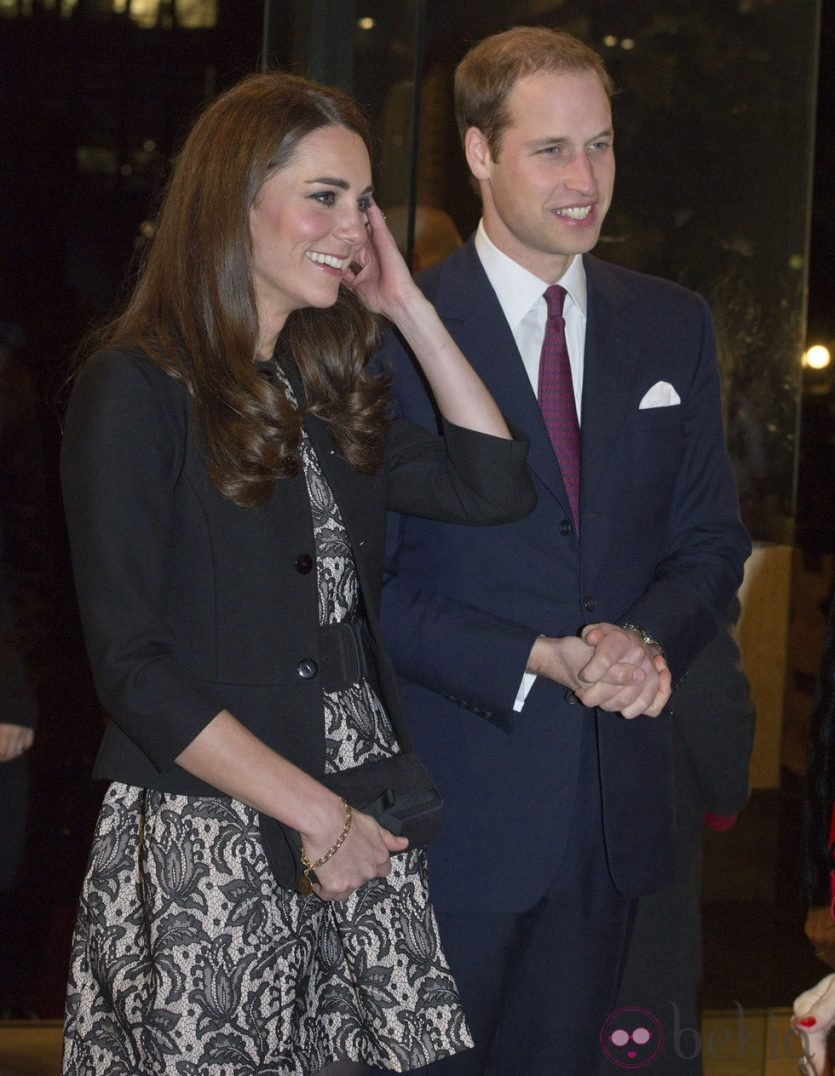Kate Middleton luciendo un vestido de Zara