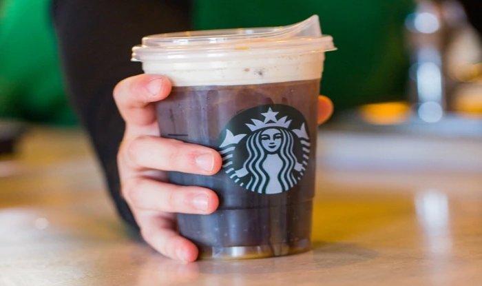 Starbucks empleará nuevas tapas en sus bebidas