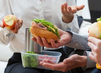 Cuida tu bolsillo al momento de comer en la oficina