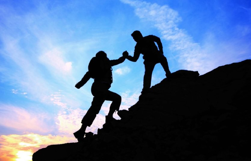 Poder de un líder está esencialmente en conseguir el control del medio en el cual los otros miembros del equipo se desenvuelven