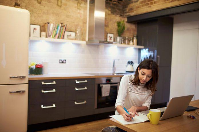 25 trabajos bien pagados que puedes hacer desde casa