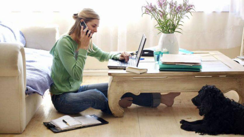 Actualmente, muchas tareas se hacen solo con un software e internet.